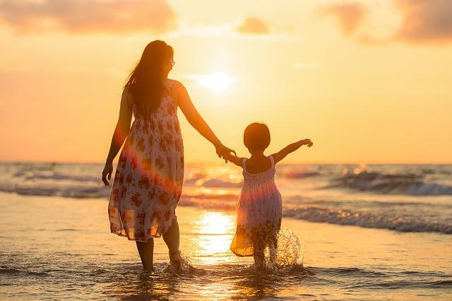 Zagraniczne wakacje z dzieckiem – jakie miejsca wybrać?