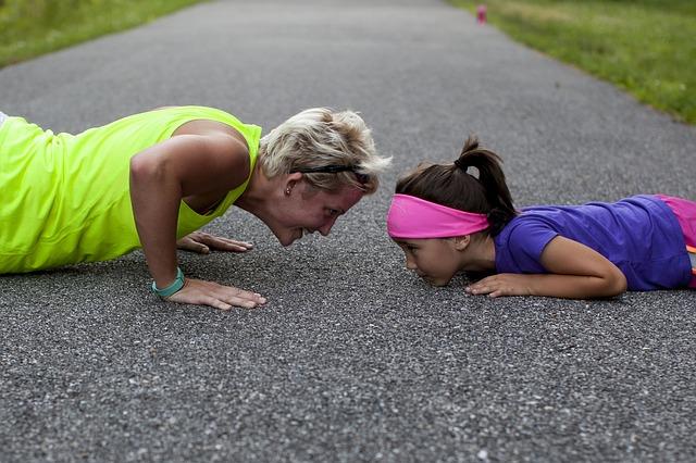 Matka trenująca z córką