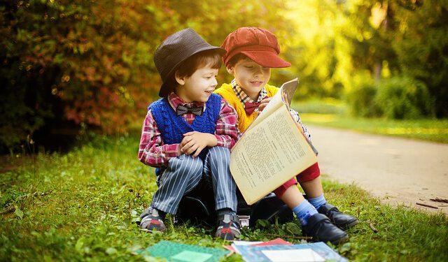 Dzieci z książką