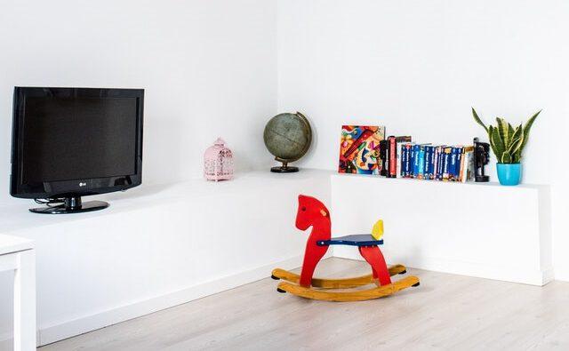 Telewizor i bujany koń